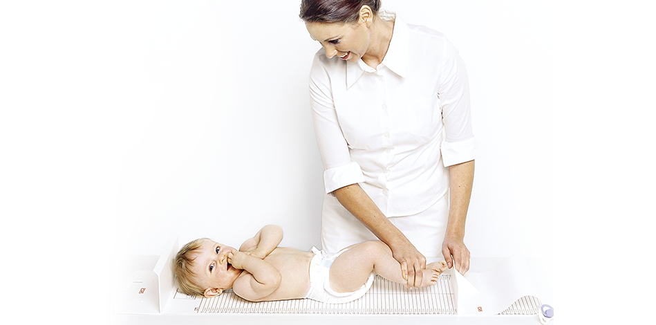 seca-210_nurse_measuring_child_rgb_949x470px
